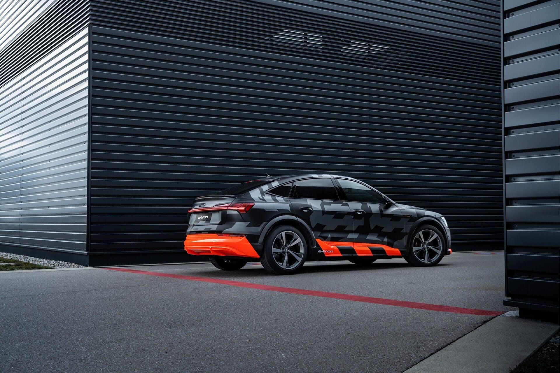 Трехмоторный Audi e-tron SSportback