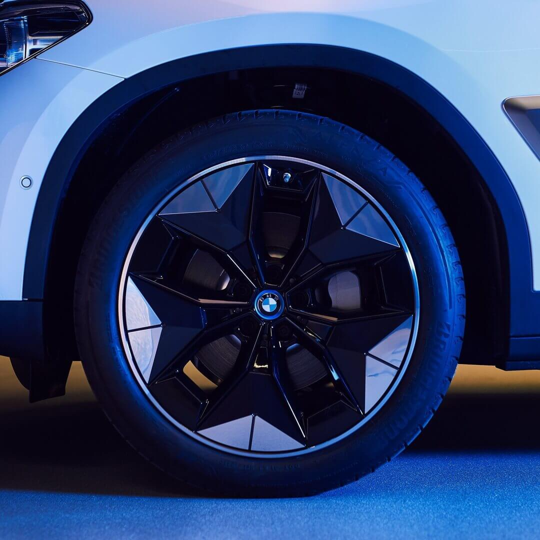 Новые аэродинамические колеса для BMW iX3 увеличат запаса хода на 10 км