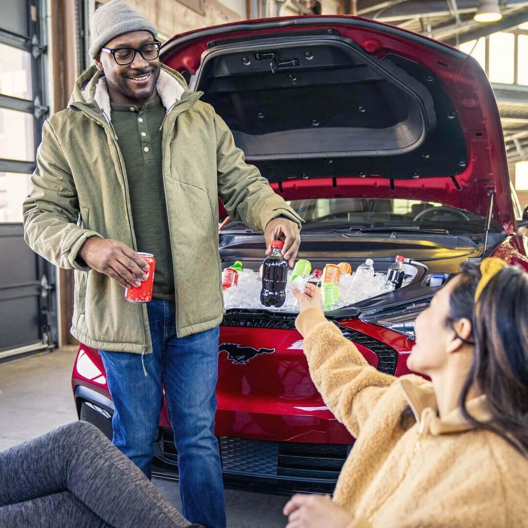 Ford предлагает необычное использование багажника Mustang Mach-E