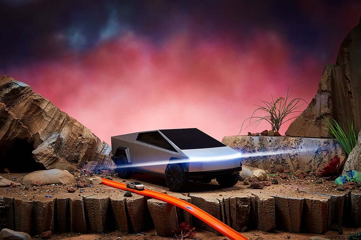 Hot Wheels выпустят 2 версии игрушечного Cybertruck
