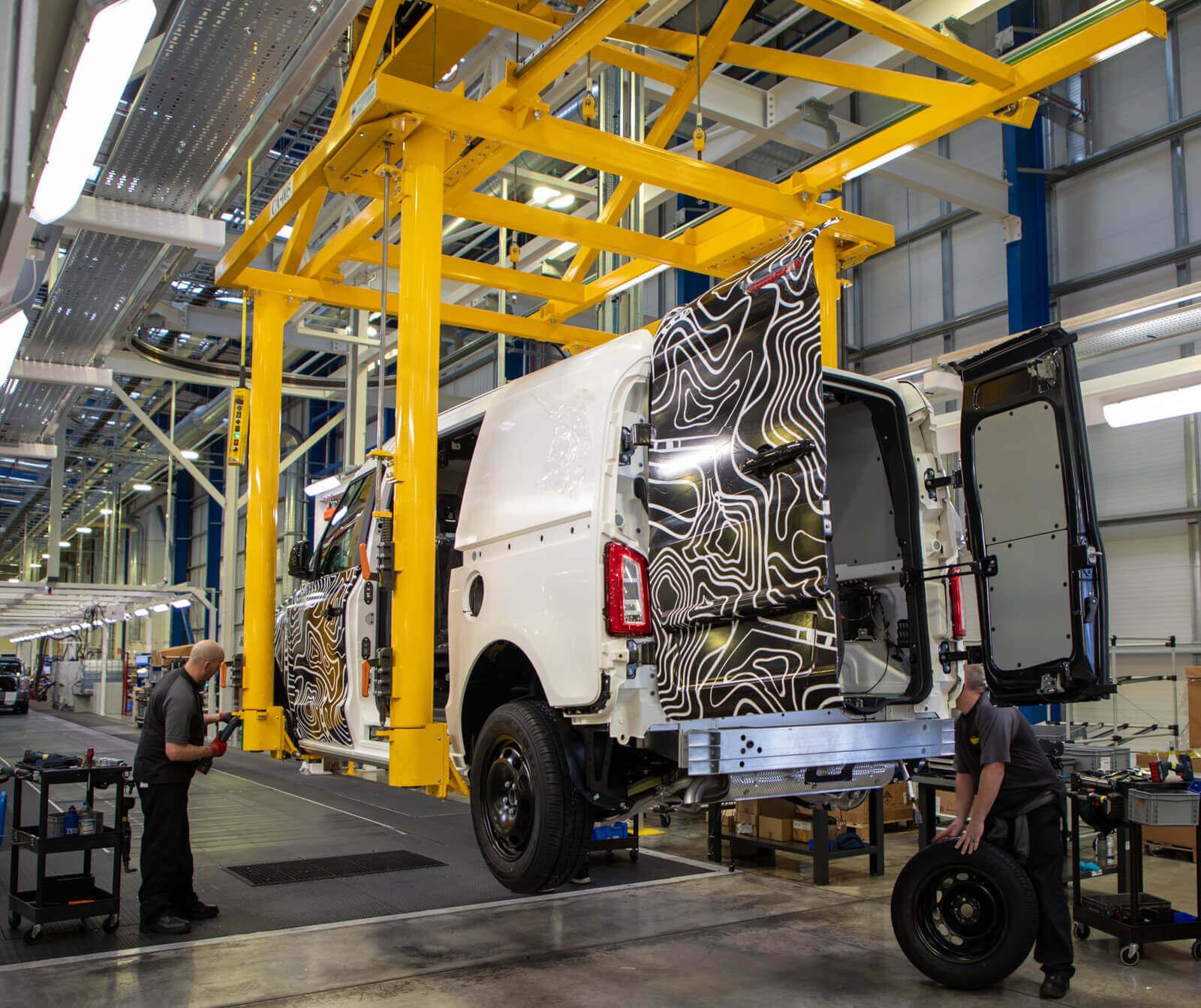 LEVC начал тестовое производство электрифицированных фургонов