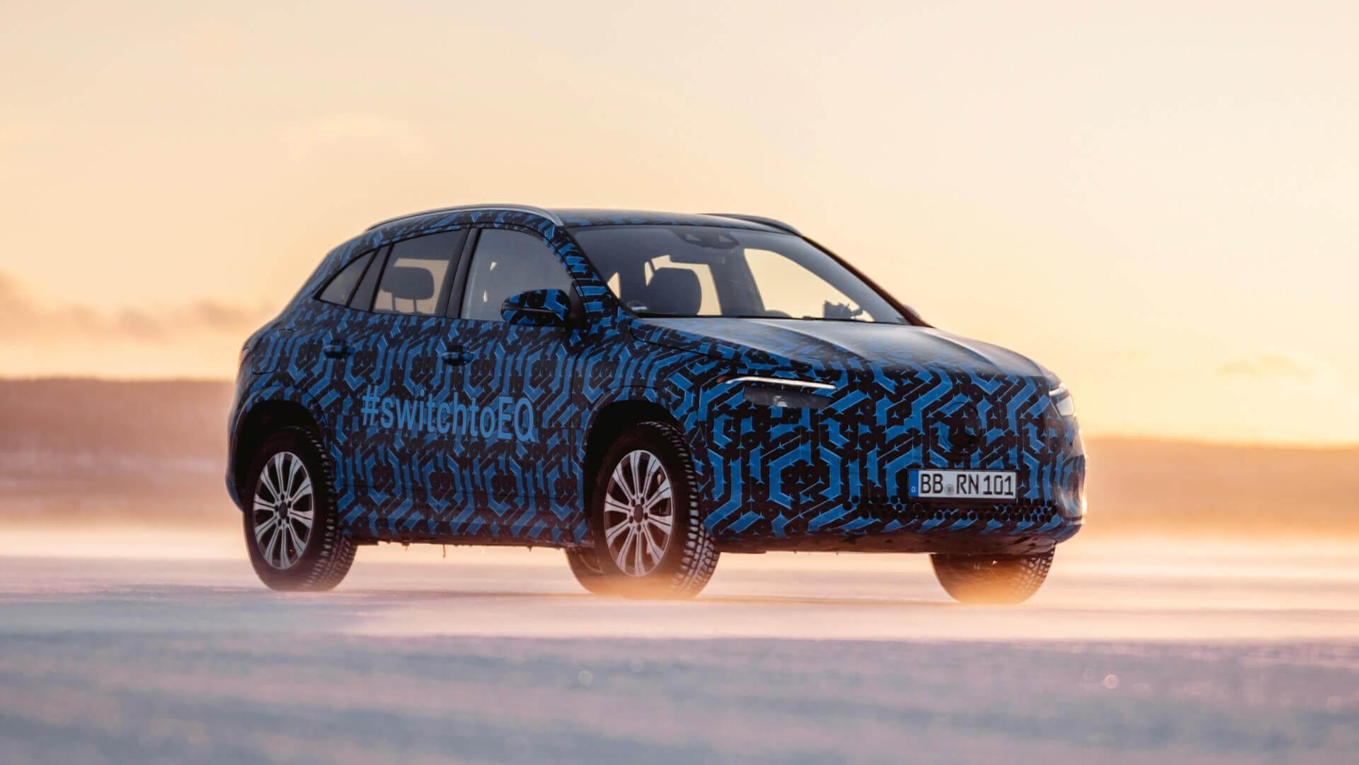Mercedes-Benz представил новые снимки предсерийного электрокроссовера EQA