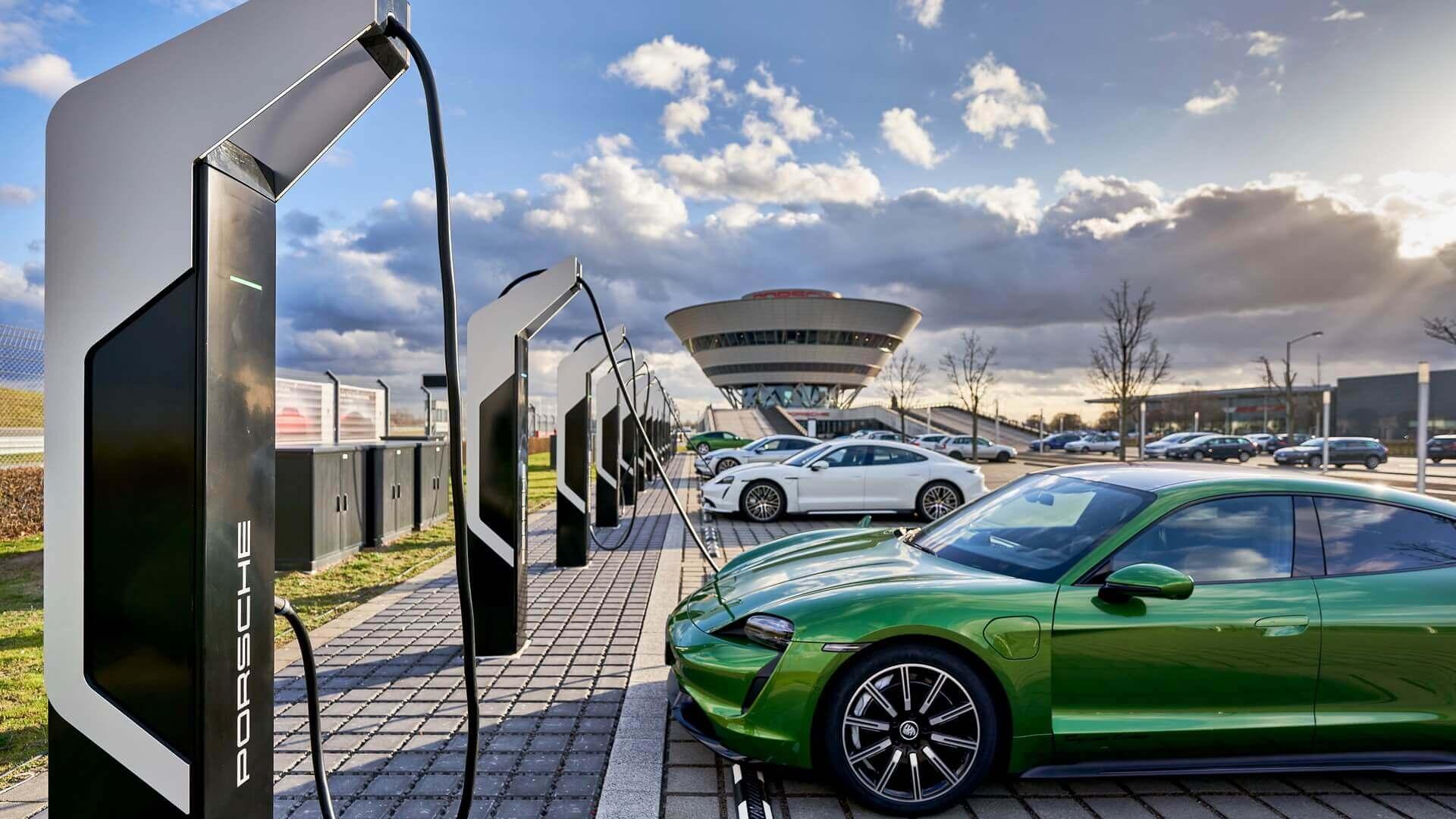 Porsche открывает самую мощную зарядную станцию в Европе