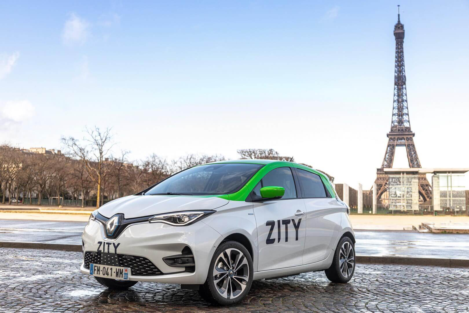 500 каршеринговых Renault ZOE выедут на улицы Парижа