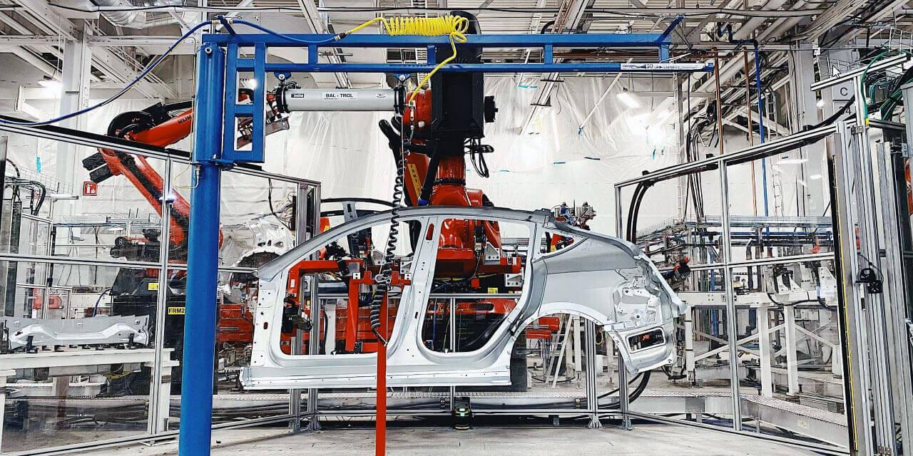 Производство электрического кроссовера Model Y на фабрике Tesla во Фримонте