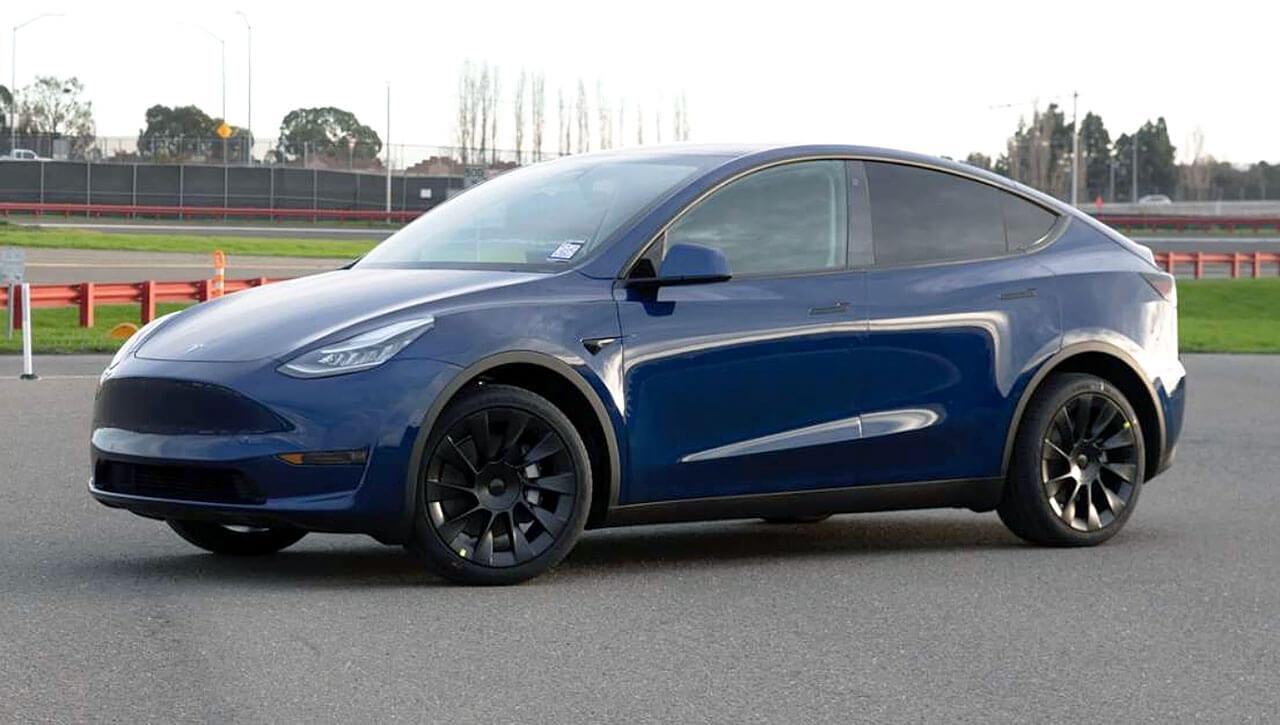 Первое изображение производственной версии Tesla Model Y