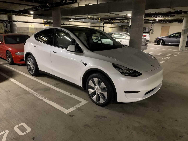 Первый взгляд на Tesla Model Y с веганским оформлением салона