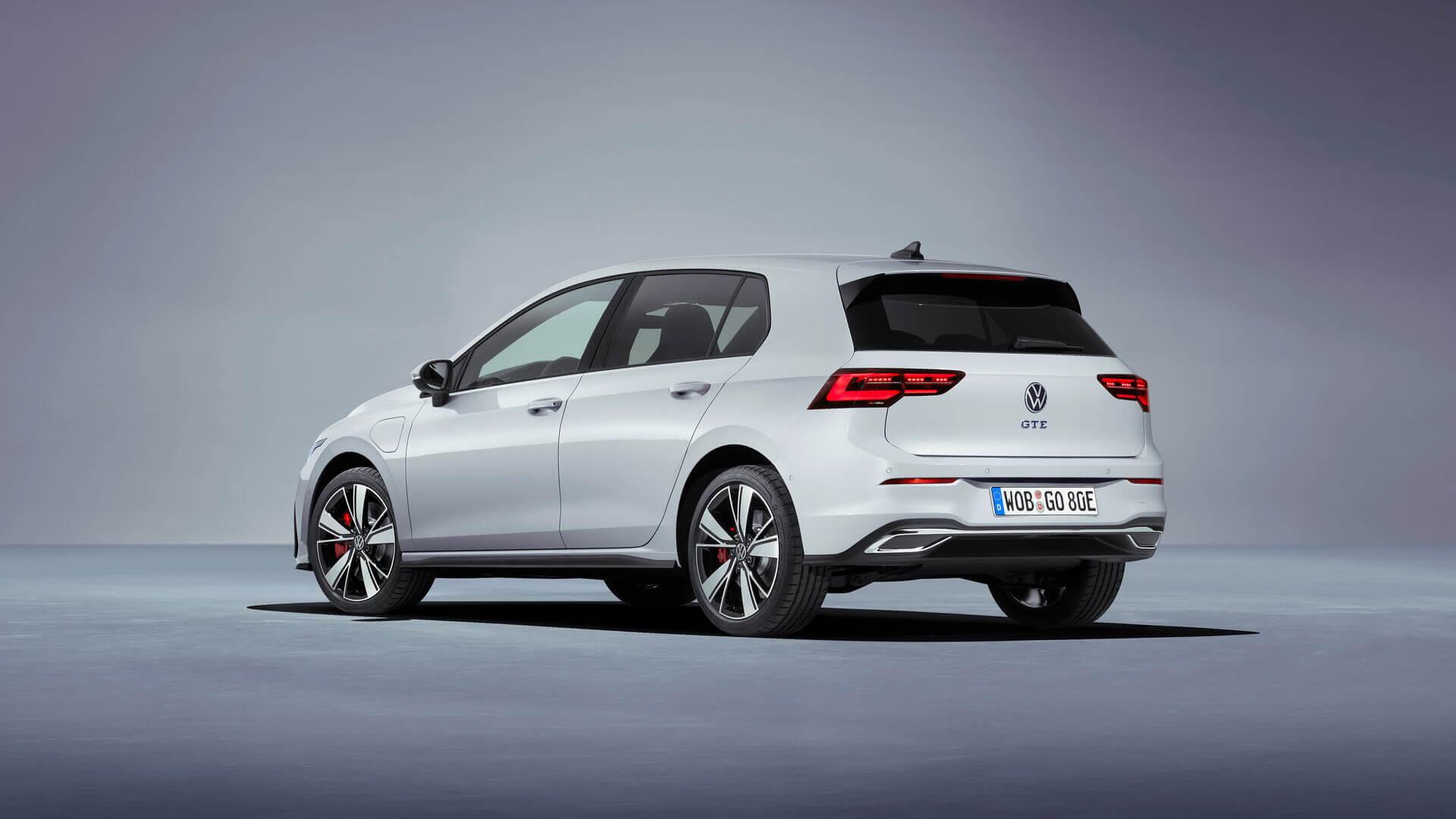Плагин-гибрид VW Golf GTE 2020