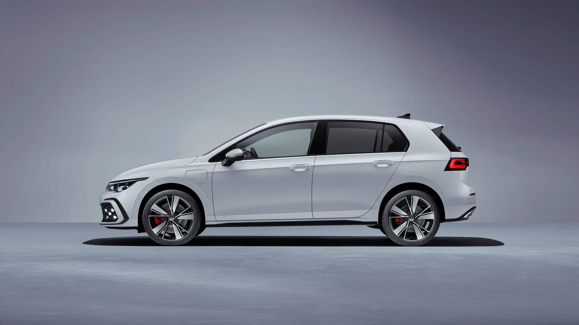 Плагин-гибрид Volkswagen Golf GTE 2020
