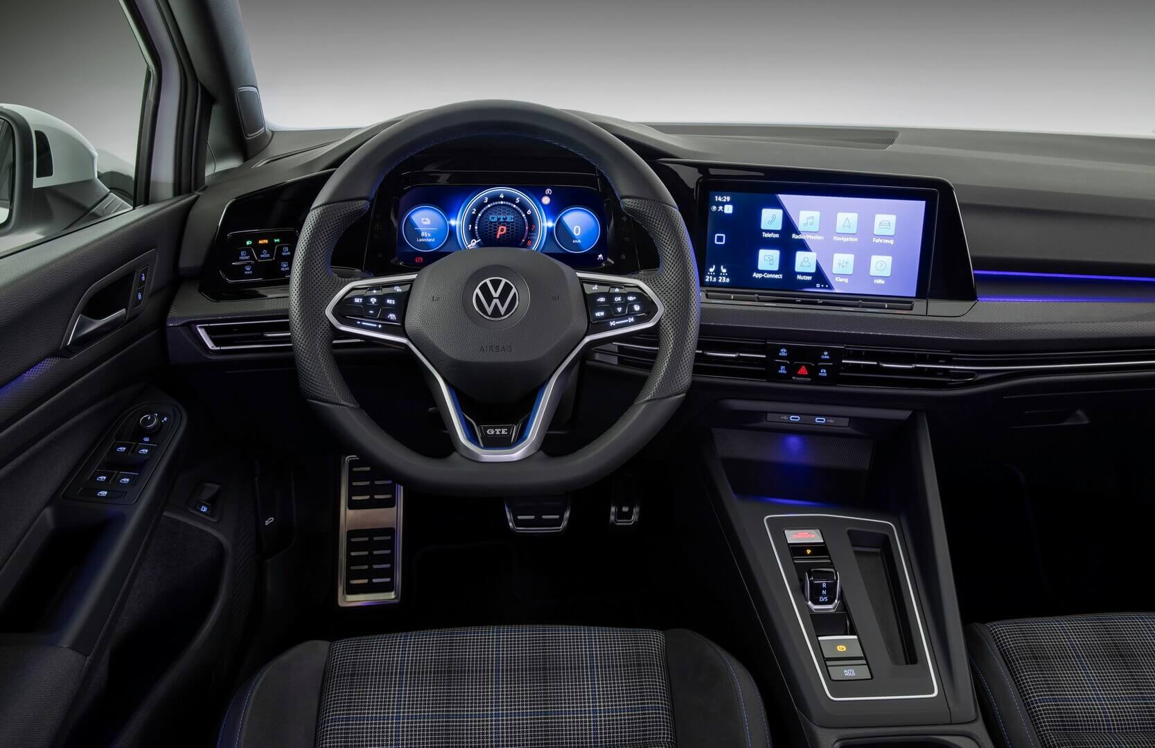 Интерьер Volkswagen Golf GTE 2020