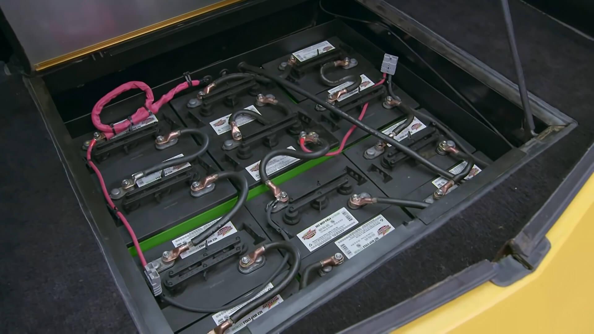 Свинцово-кислотные аккумуляторы Briggs & Stratton Hybrid обеспечивали запас хода до 100 км
