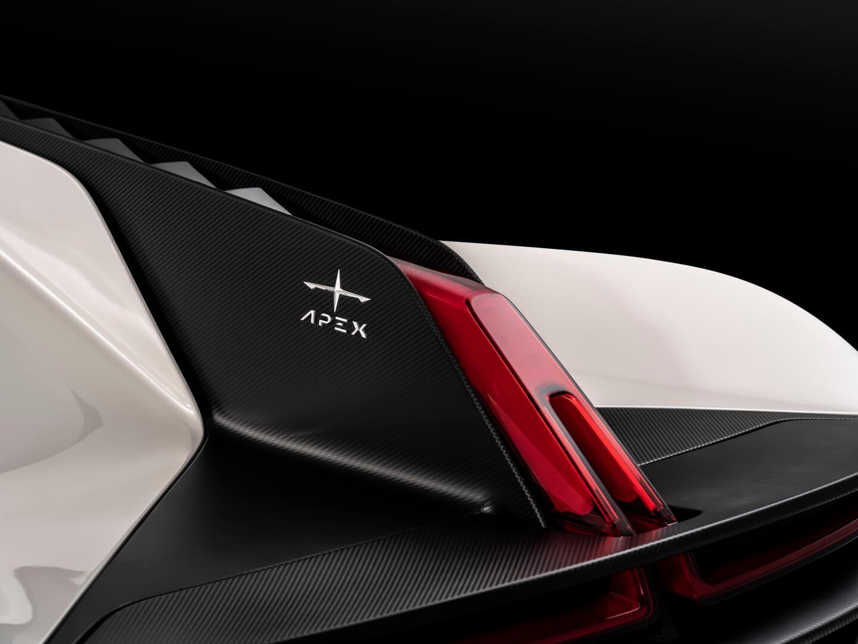 Шильдик британской марки Apex Motors на электроспорткаре AP-0