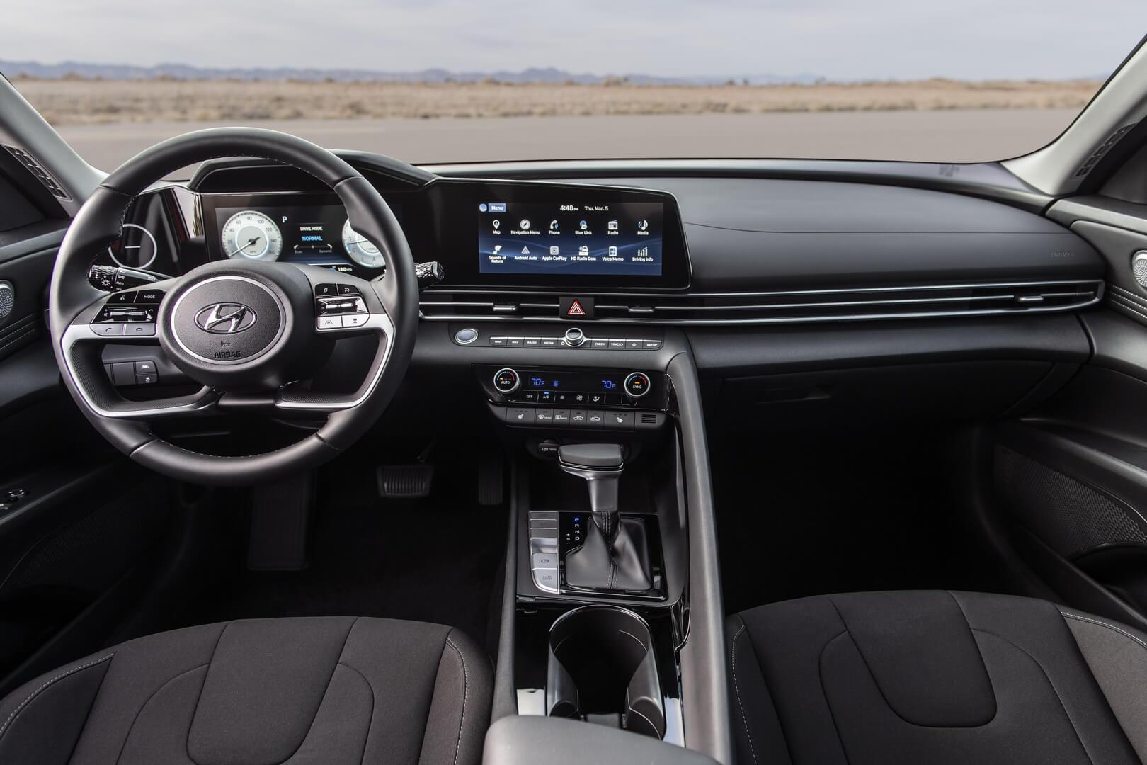 Интерьер Hyundai Elantra Hybrid