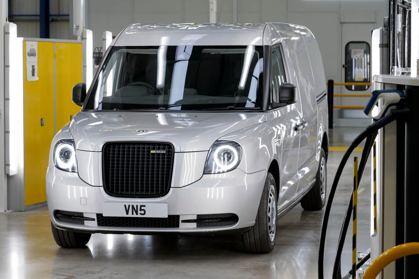 Электрифицированный фургон LEVC VN5