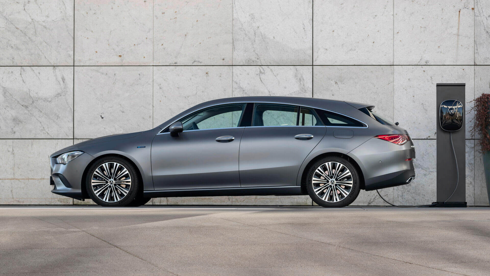 Плагин-гибрид Mercedes-Benz CLA 250 e Shooting Brake