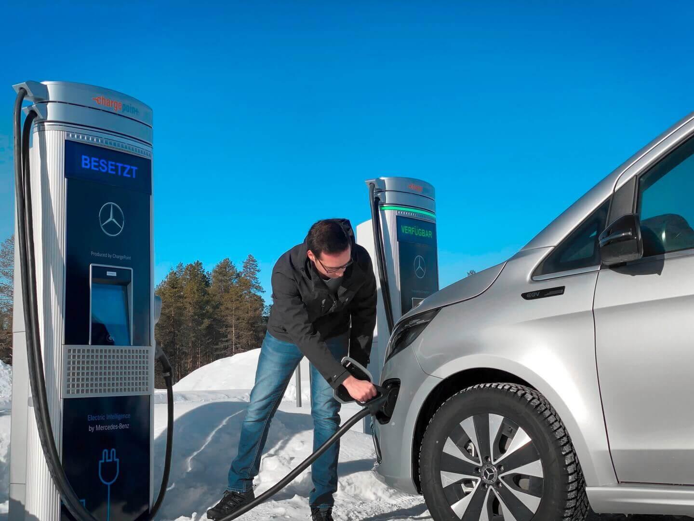 Зарядка электрофургона Mercedes-Benz EQV