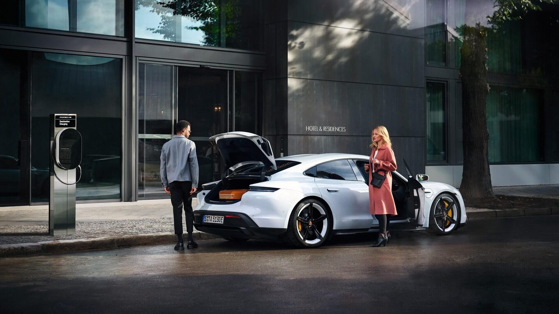 Porsche объявляет о своей собственной зарядной инициативе: программе «Porsche Destination Charging»