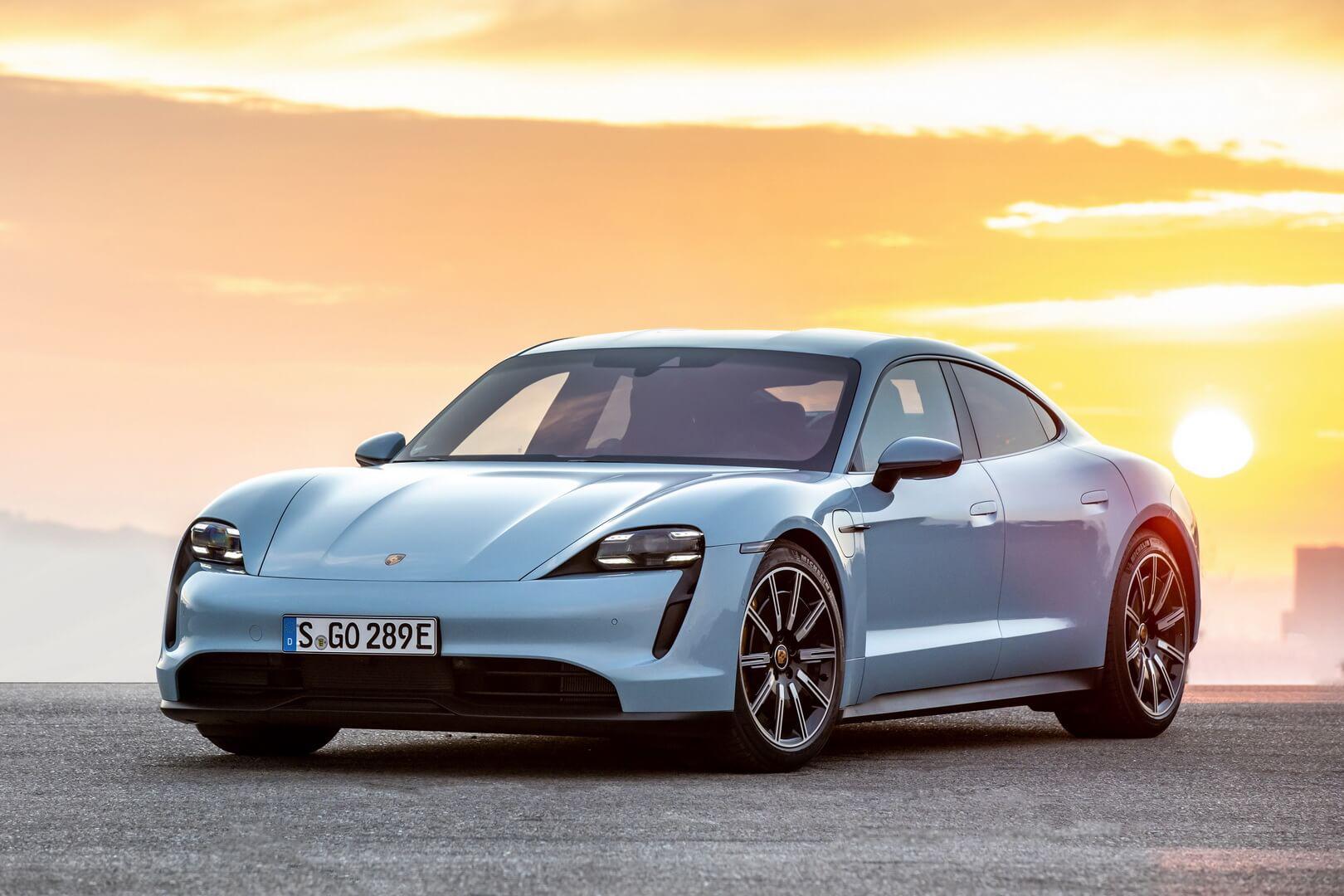 Первым электрическим автомобилем Porsche стал Taycan