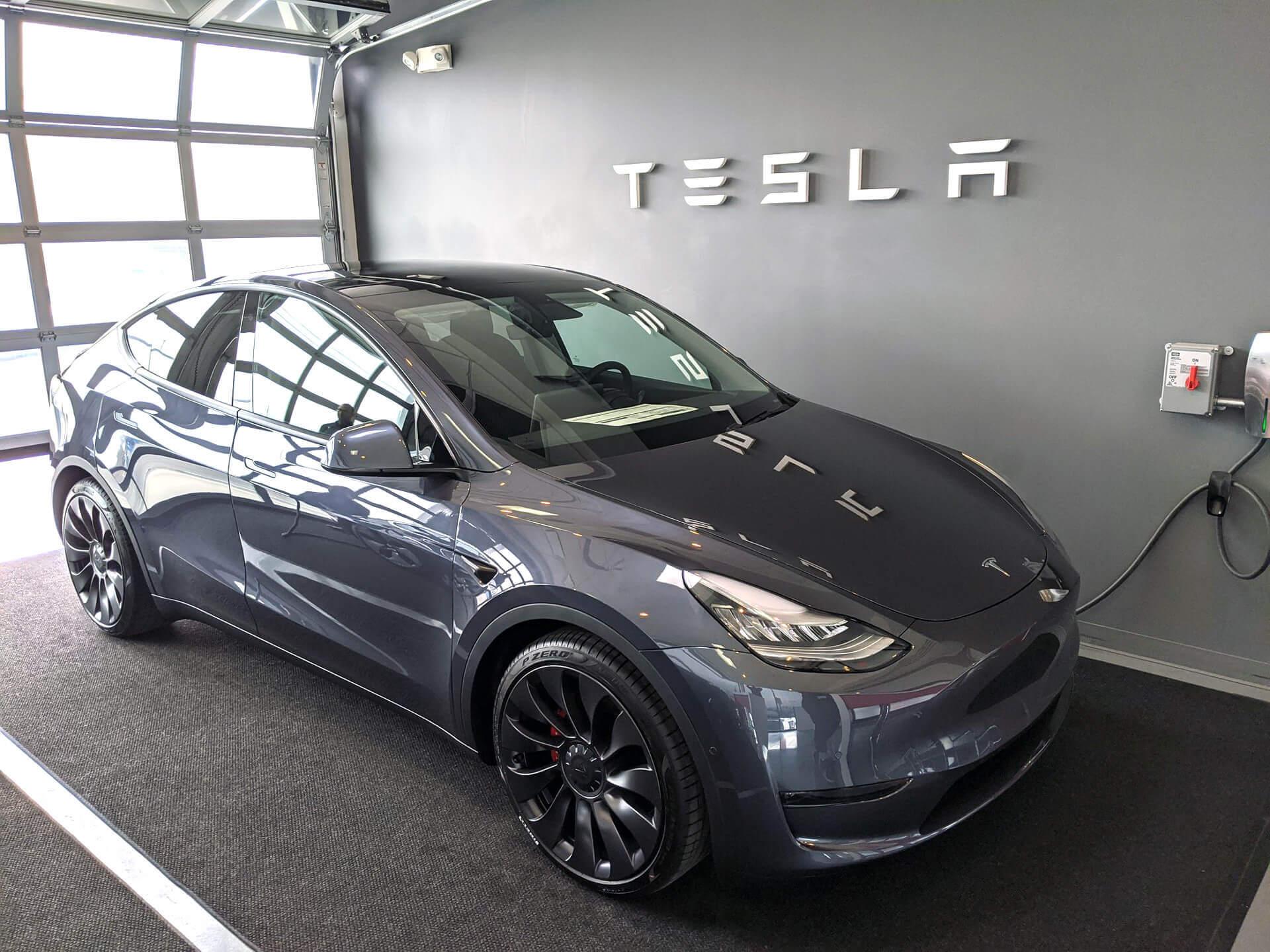 Первая Tesla Model Y доставлена клиенту в США