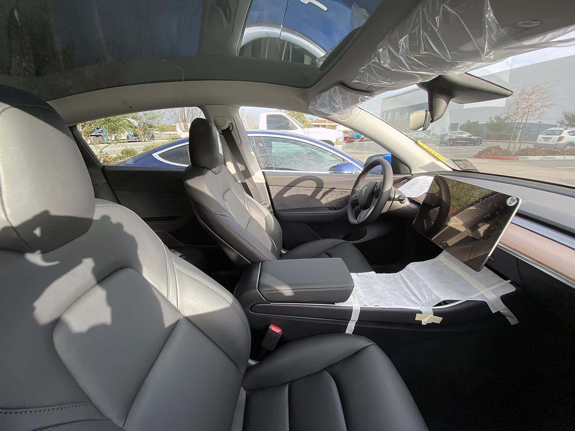 Интерьер серийной модели Tesla Model Y
