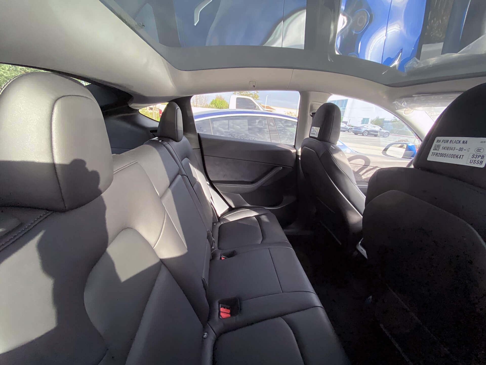 Второй ряд сидений Tesla Model Y