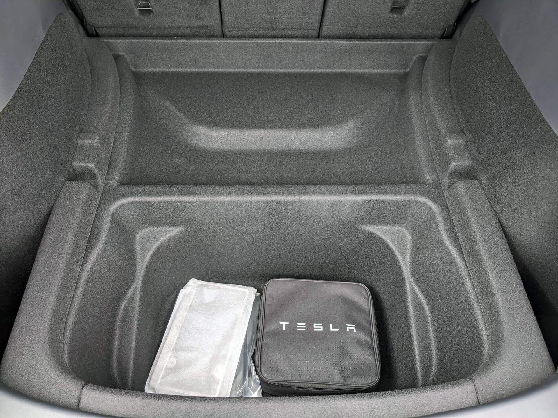 Отсек под основным багажником в Tesla Model Y