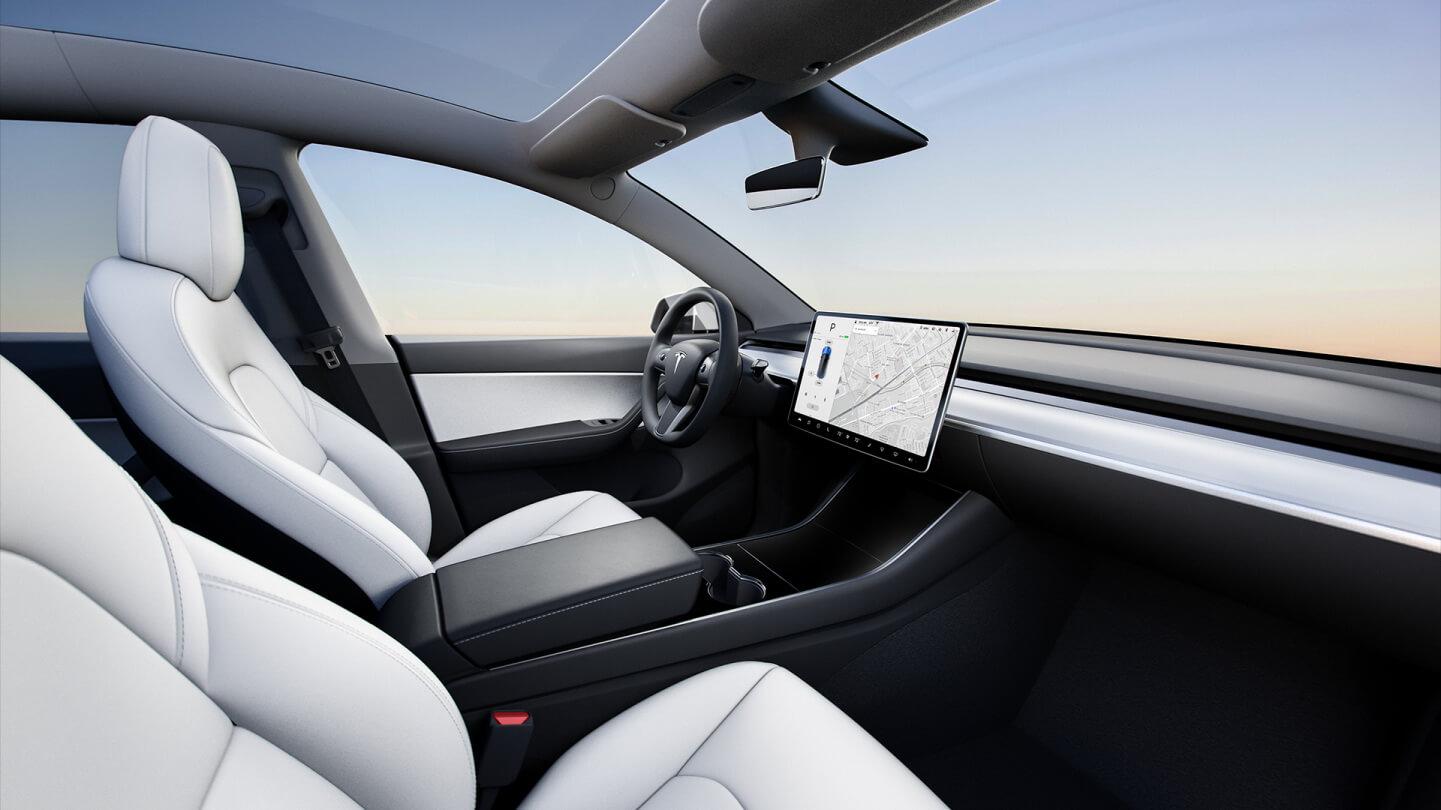 Белый салон Tesla Model Y