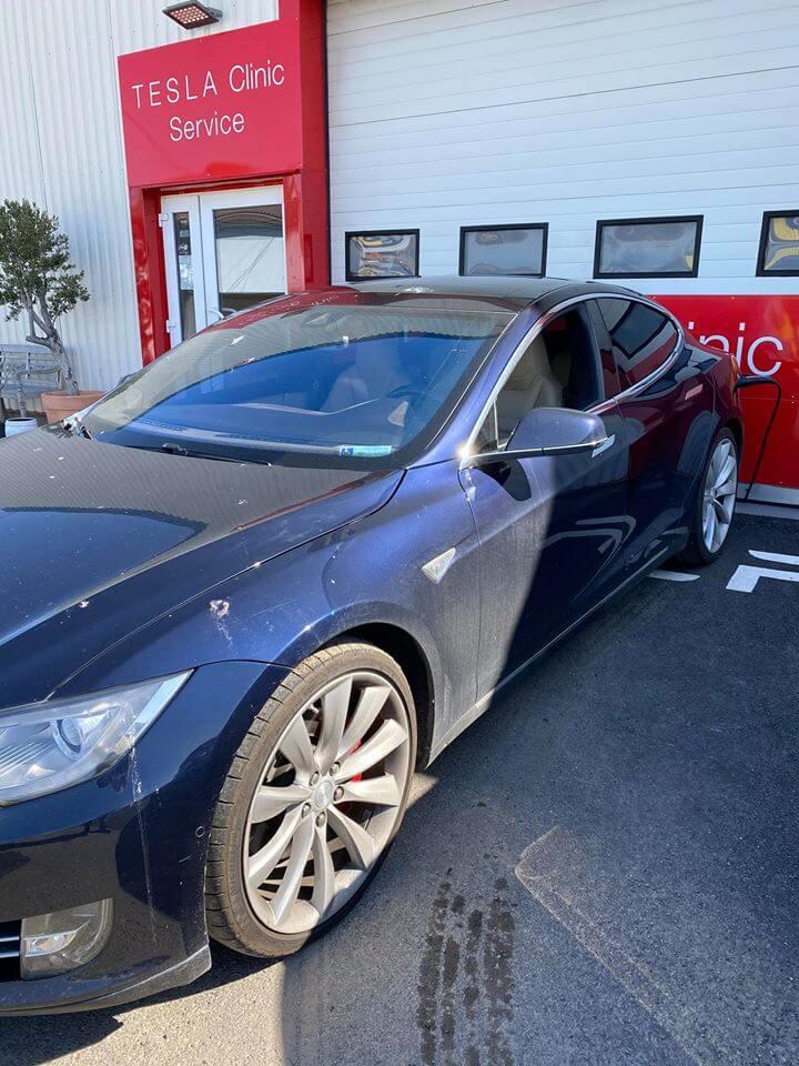 Автоугонщика поймали на краже Tesla Model S в Праге во время зарядки