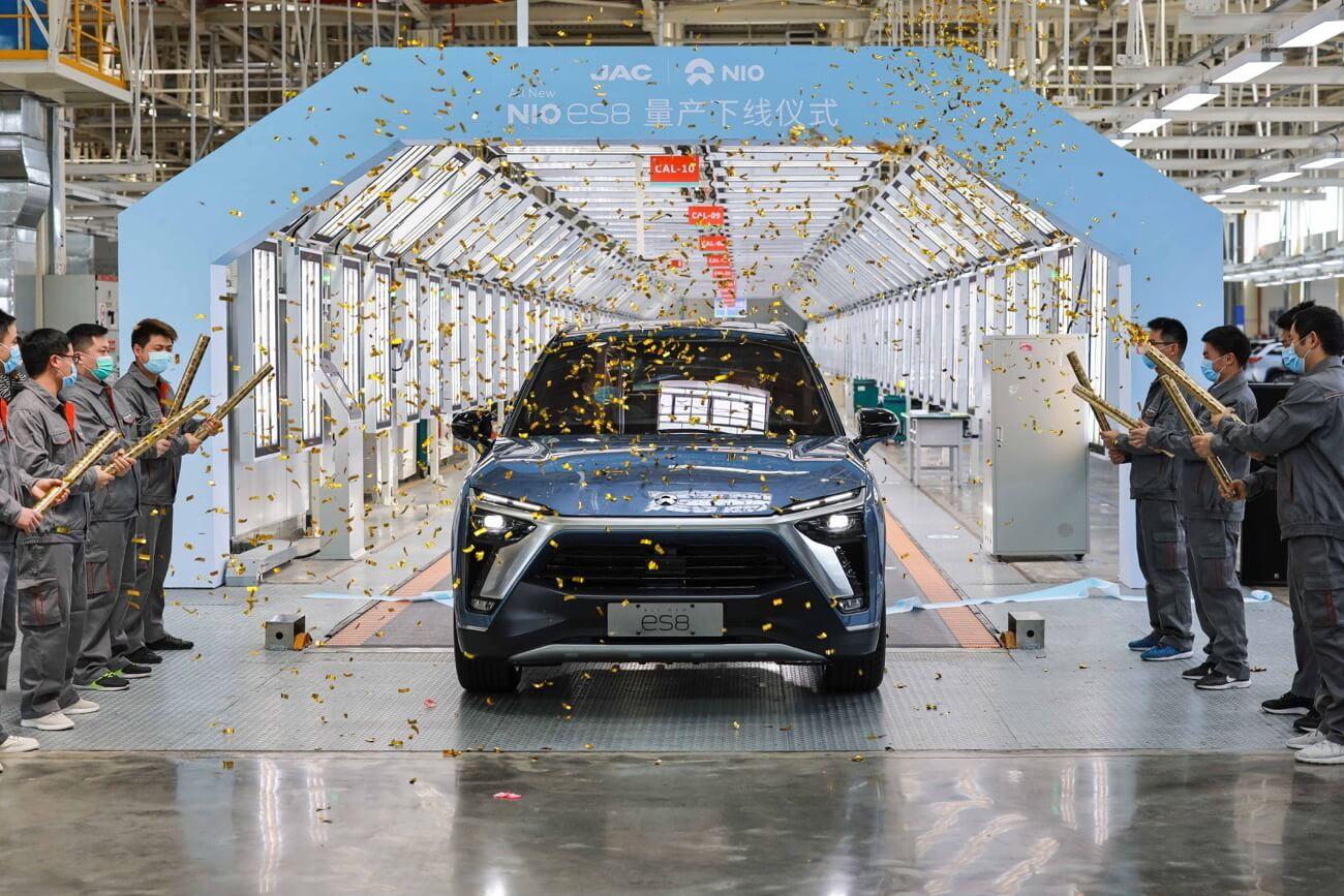 Обновленный электрический внедорожник Nio ES8 сходит с производственной линии в Китае