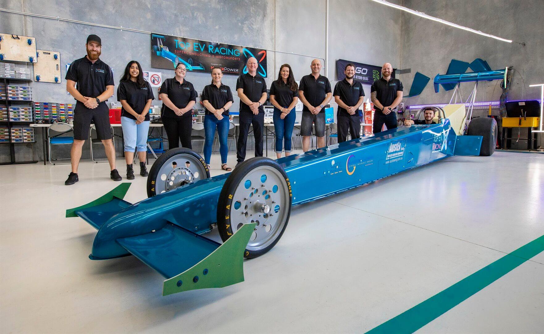 HyperPower объединилась с Top EV Racing и создала дрэгстер с четырьмя моторами QFM-360-X общей мощностью 5360 л.с. или 4000 кВт