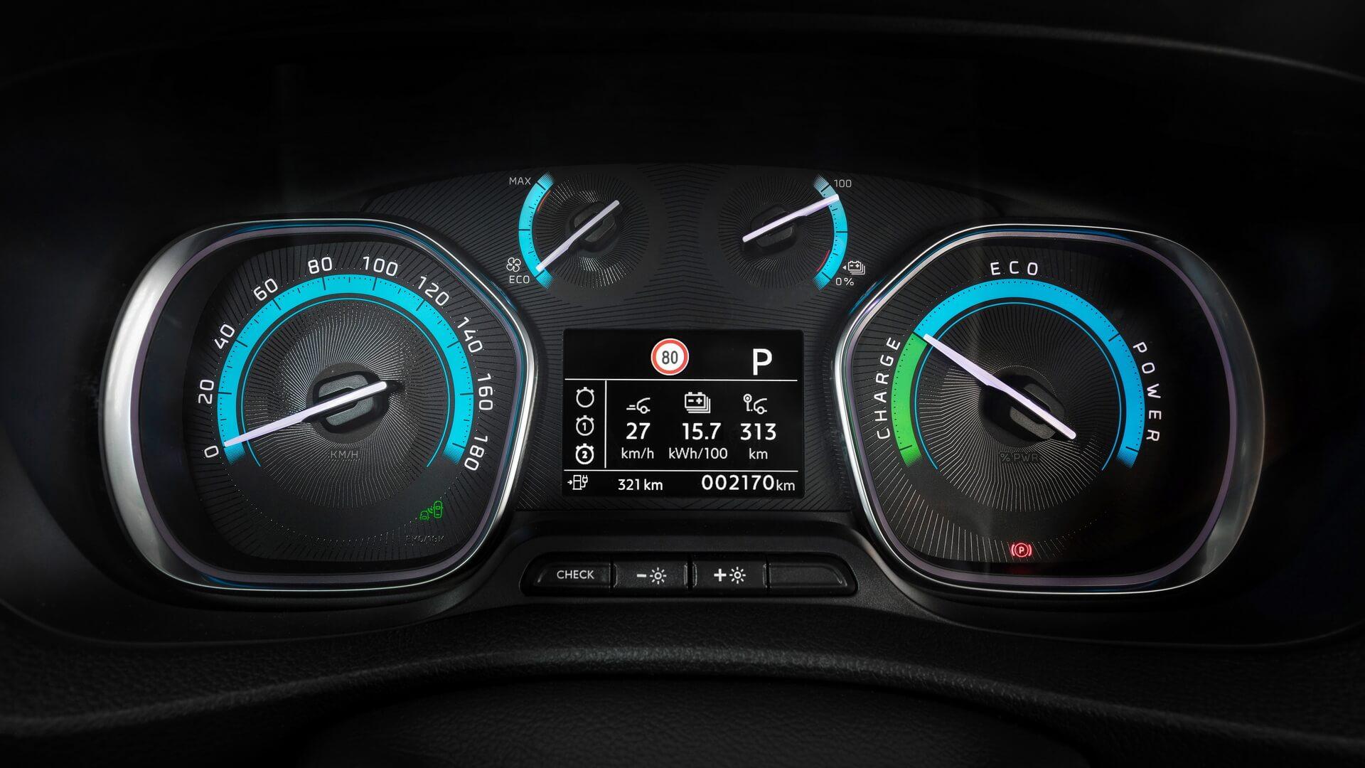 Приборная панель электрического фургона Opel Vivaro-e