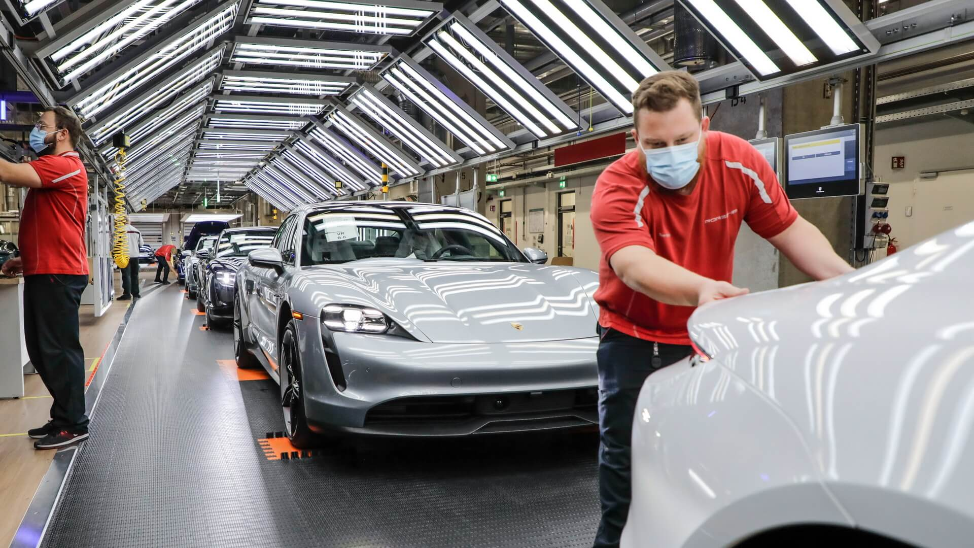 Производство Porsche Taycan назаводе вЦуффенхаузене