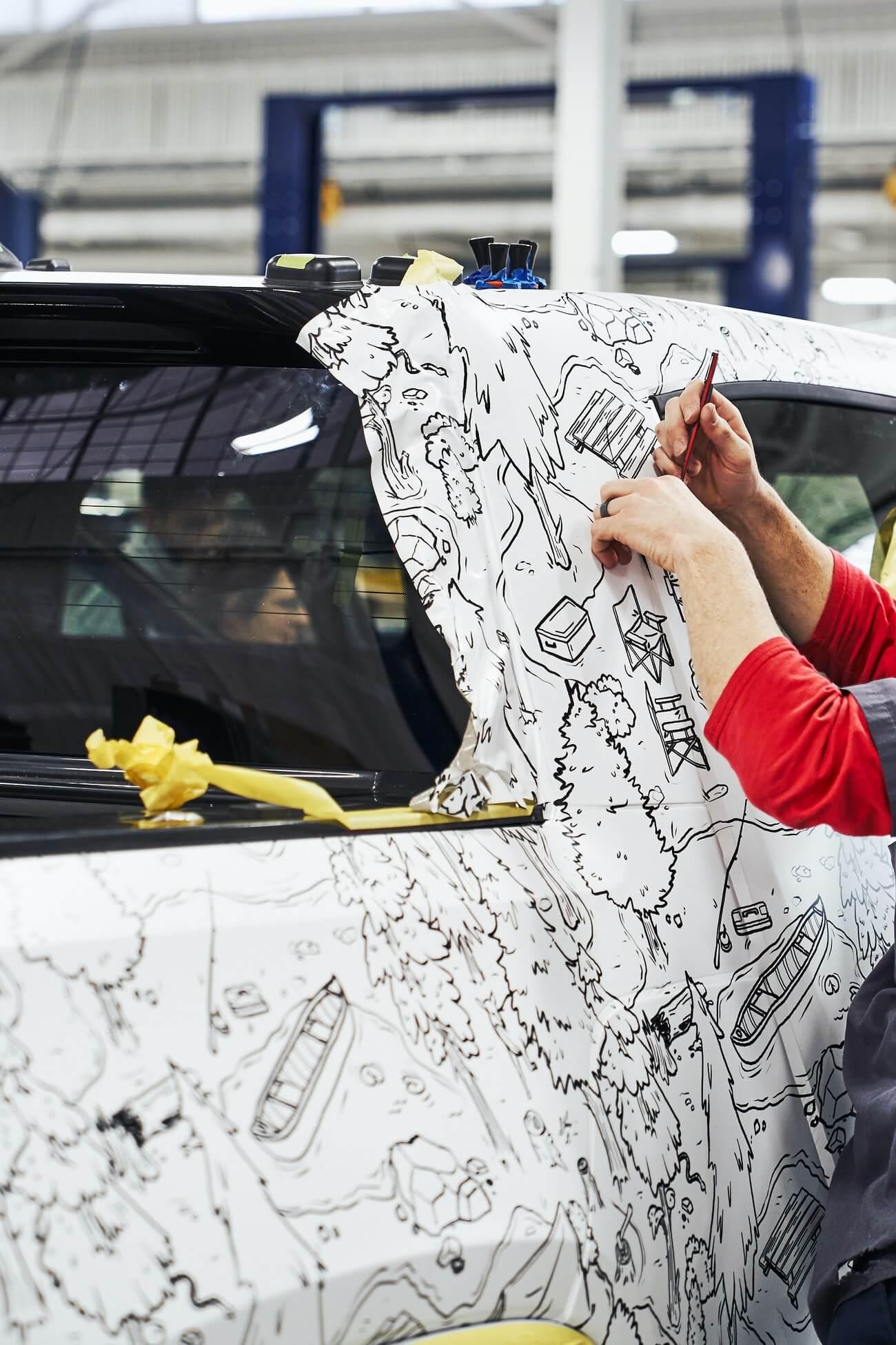 Новый дизайн камуфляжного покрытия электромобиля Rivian R1T