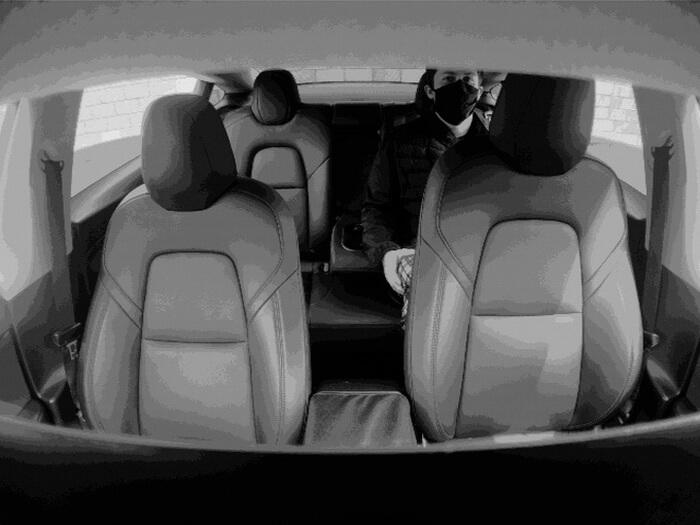 Илон Маск раскрыл тайну камеры всалоне Model 3