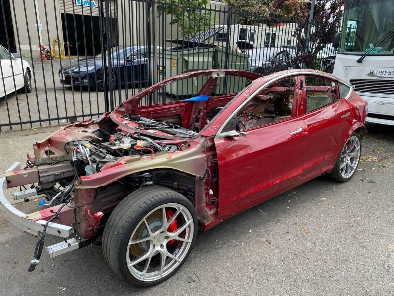 Битая Tesla Model 3