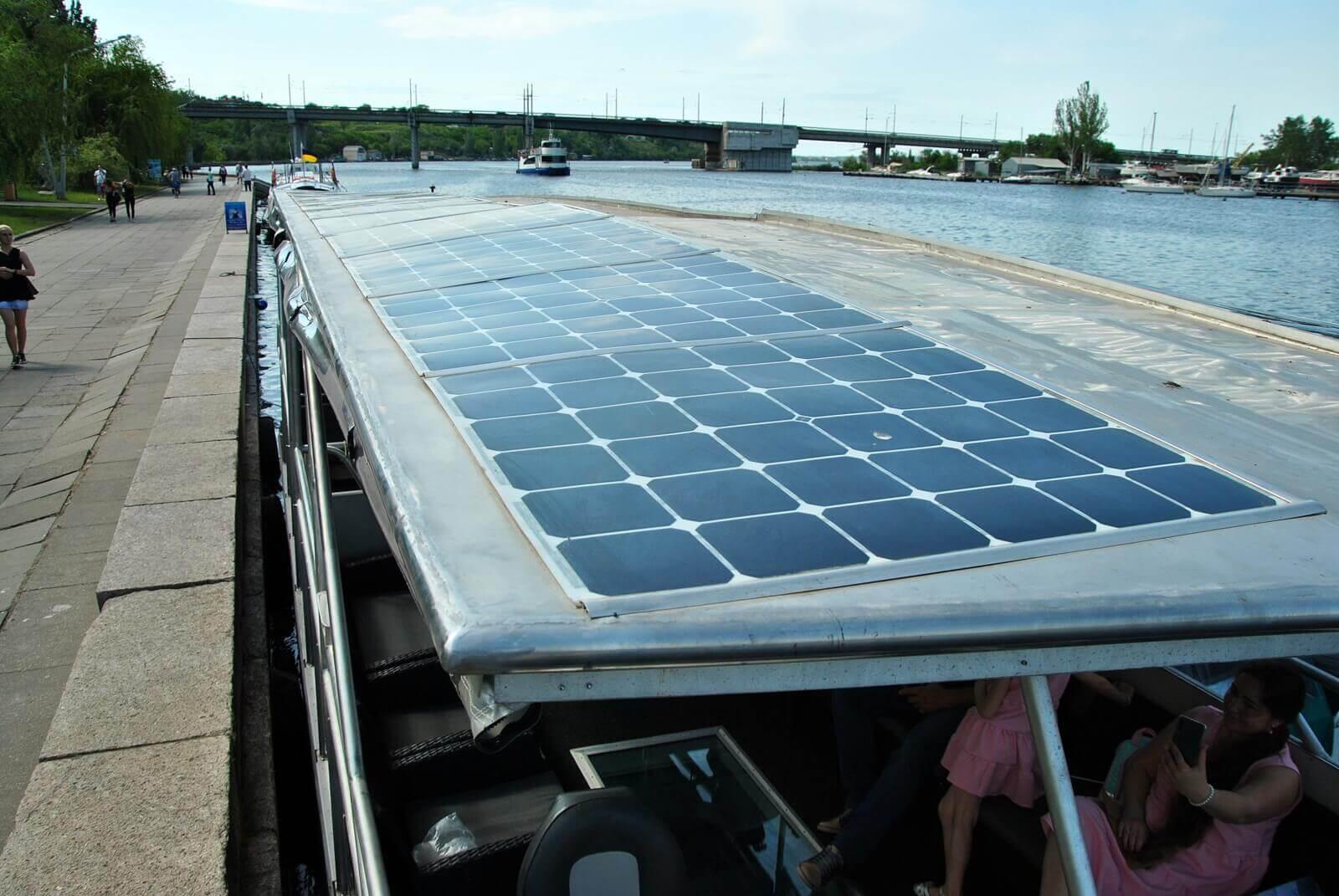 Солнечные панели электрокатамарана Фарад