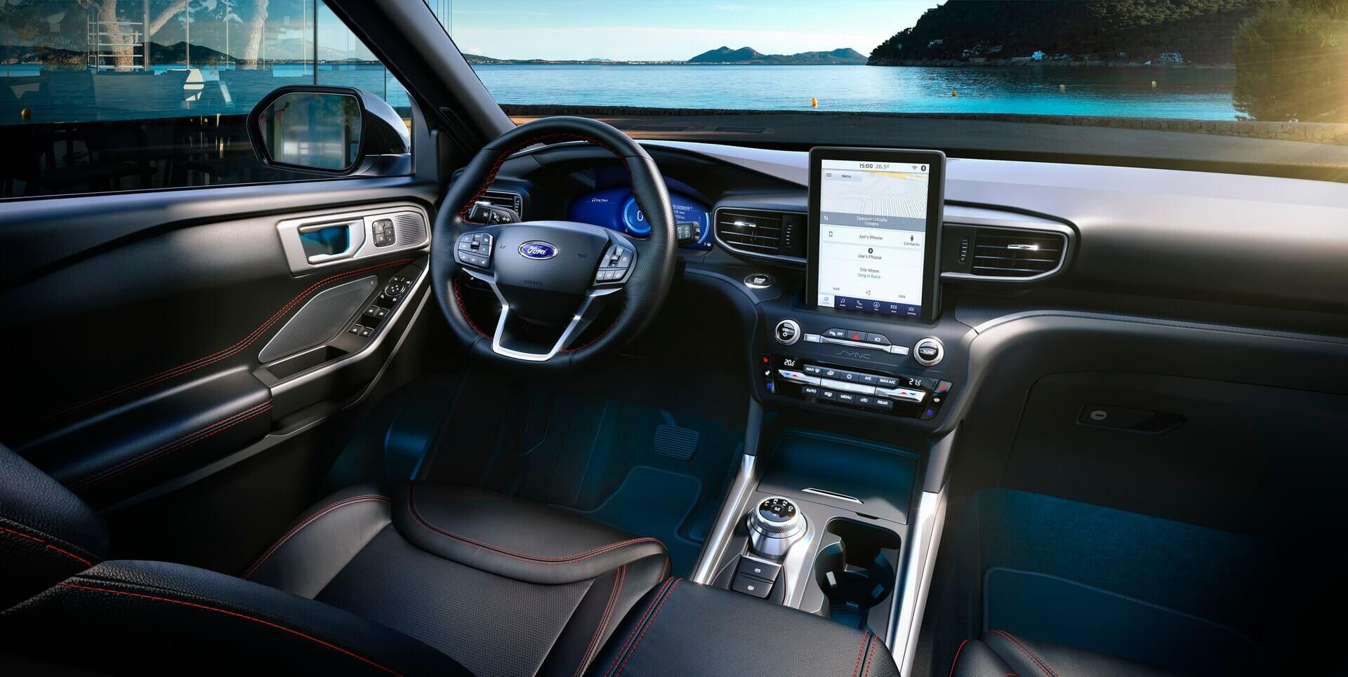 Интерьер плагин-гибридного внедорожника Ford Explorer