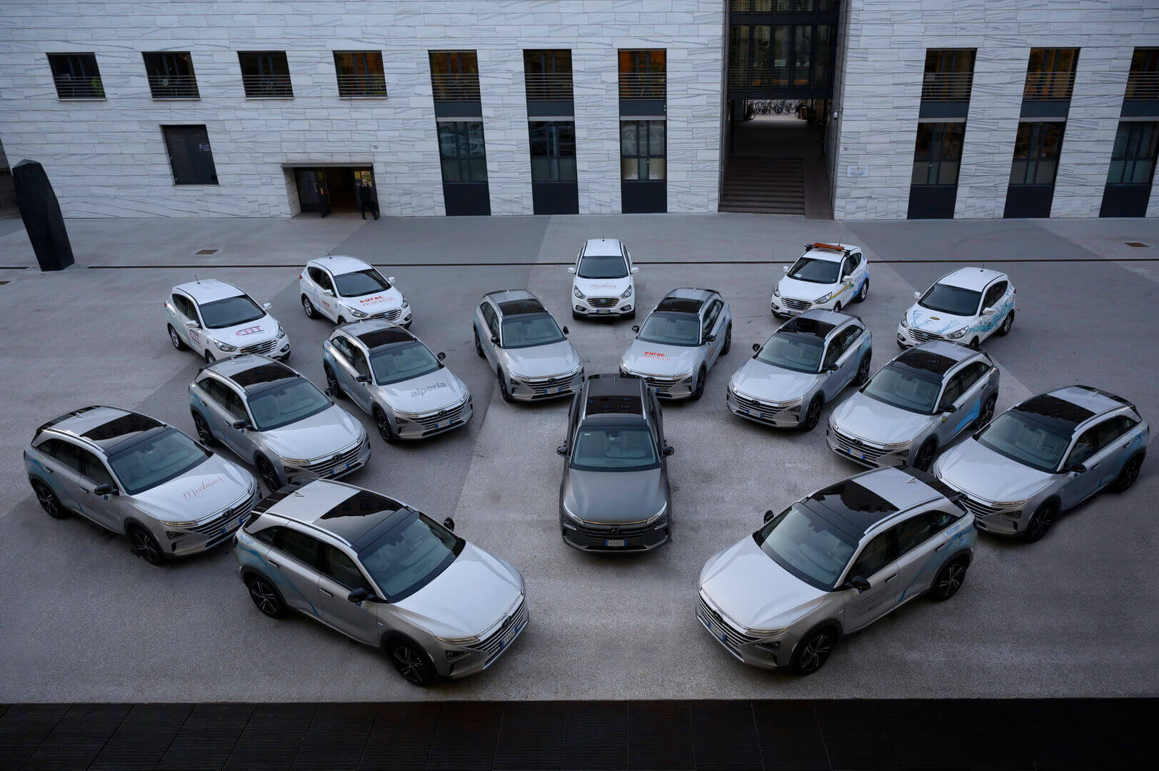 Парк полицейских экологичных машин Hyundai в Больцано, Италия