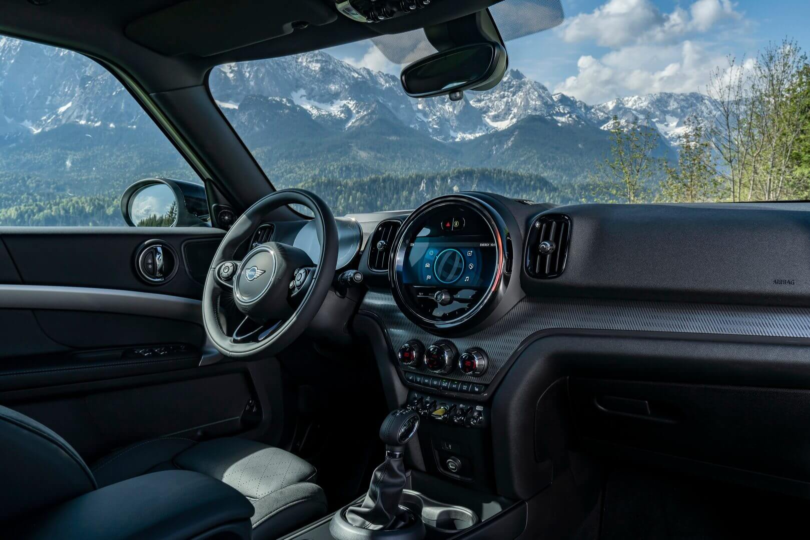 Интерьер нового MINI Cooper SE Countryman ALL4