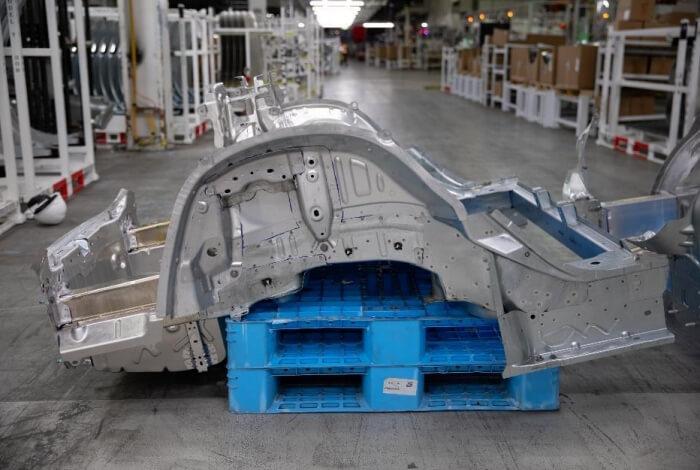 Задняя нижняя часть Model 3 из 70 деталей