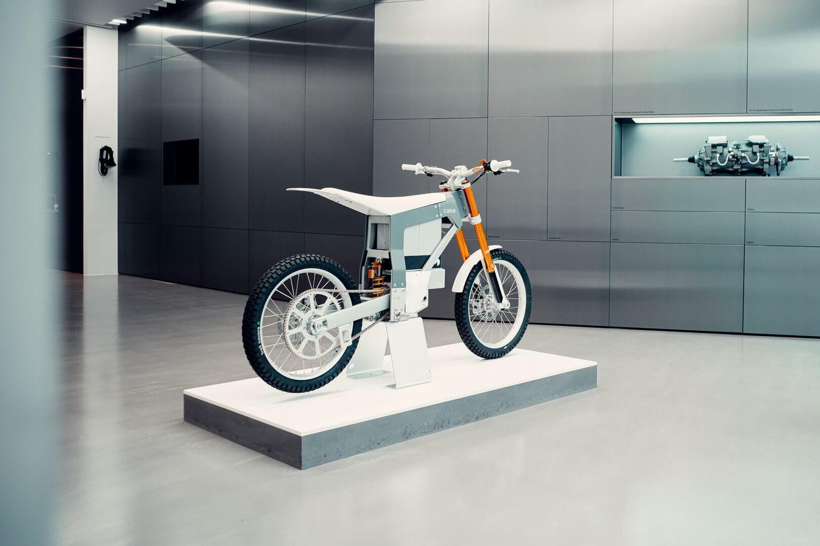 Электрический мотоцикл CAKE