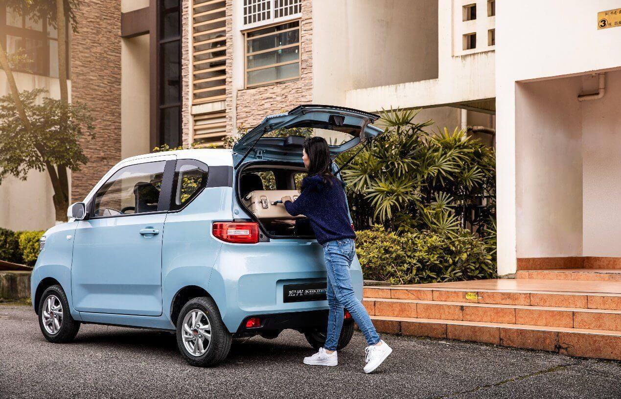 Полностью электрический компактный автомобиль Hong Guang Mini EV