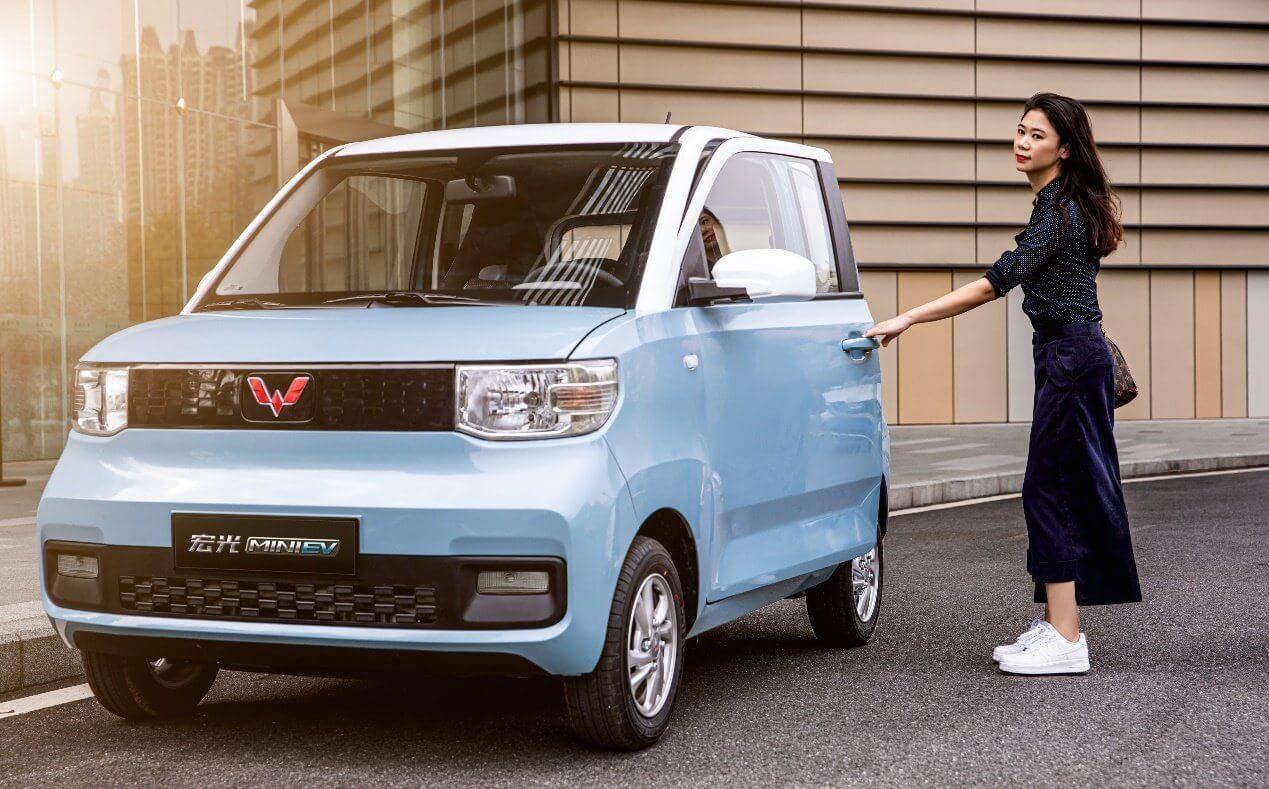 4-х местный мини-электромобиль Hong Guang MINI EV совместного предприятие GM-SAIC-Wuling