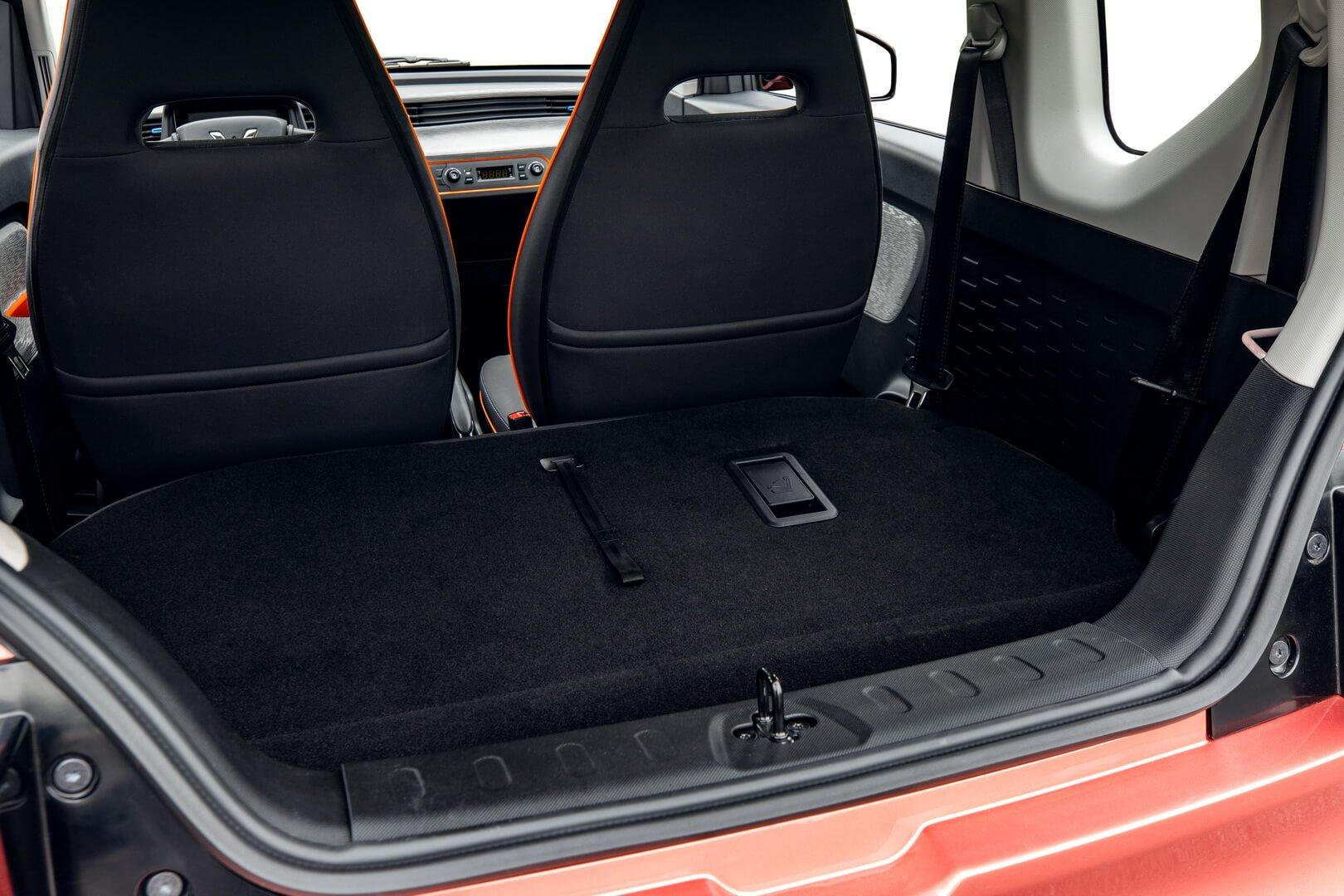 Если сложить заднее сиденье, можно получить до741 литра грузового пространства