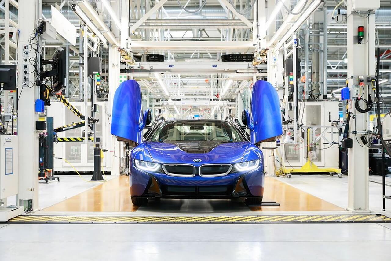 BMW выпустил последний в истории i8