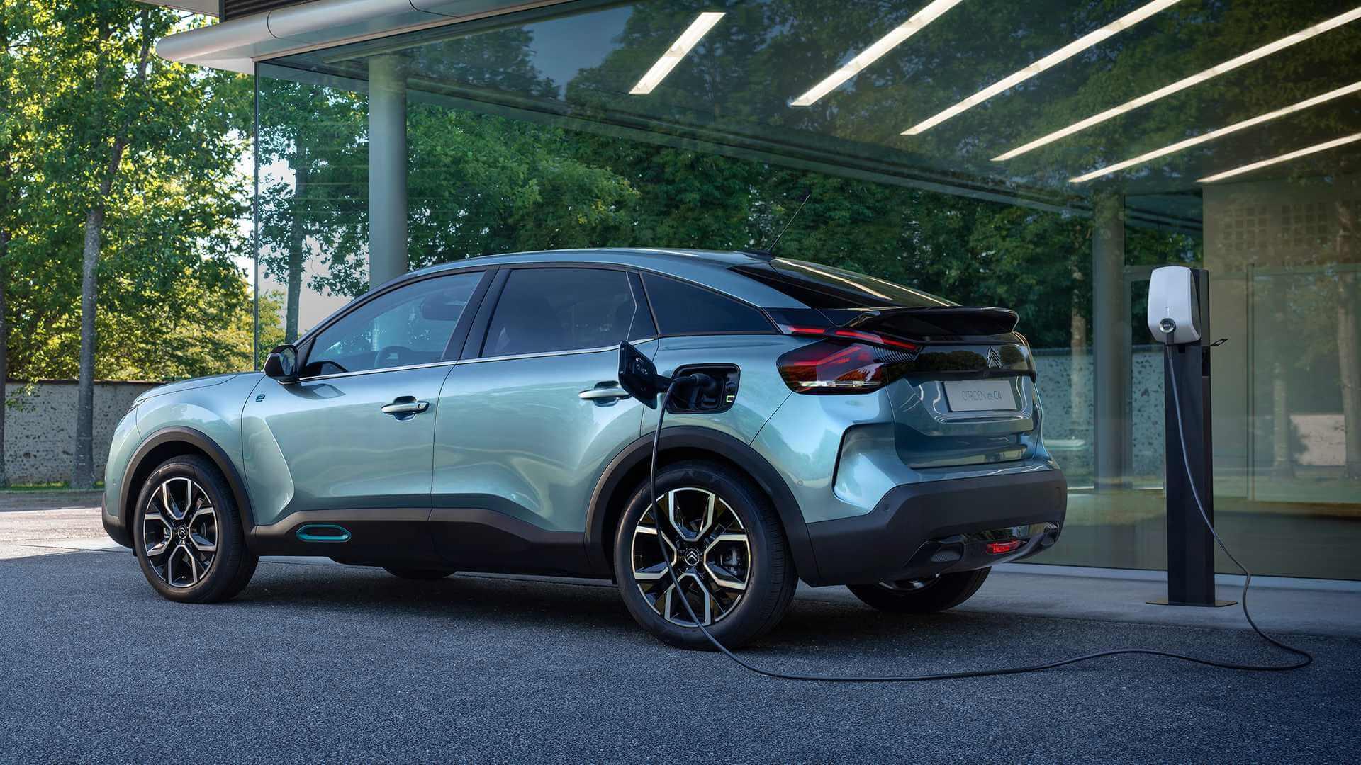 Кардинальная смена образа: фото электрической версии Citroën С4