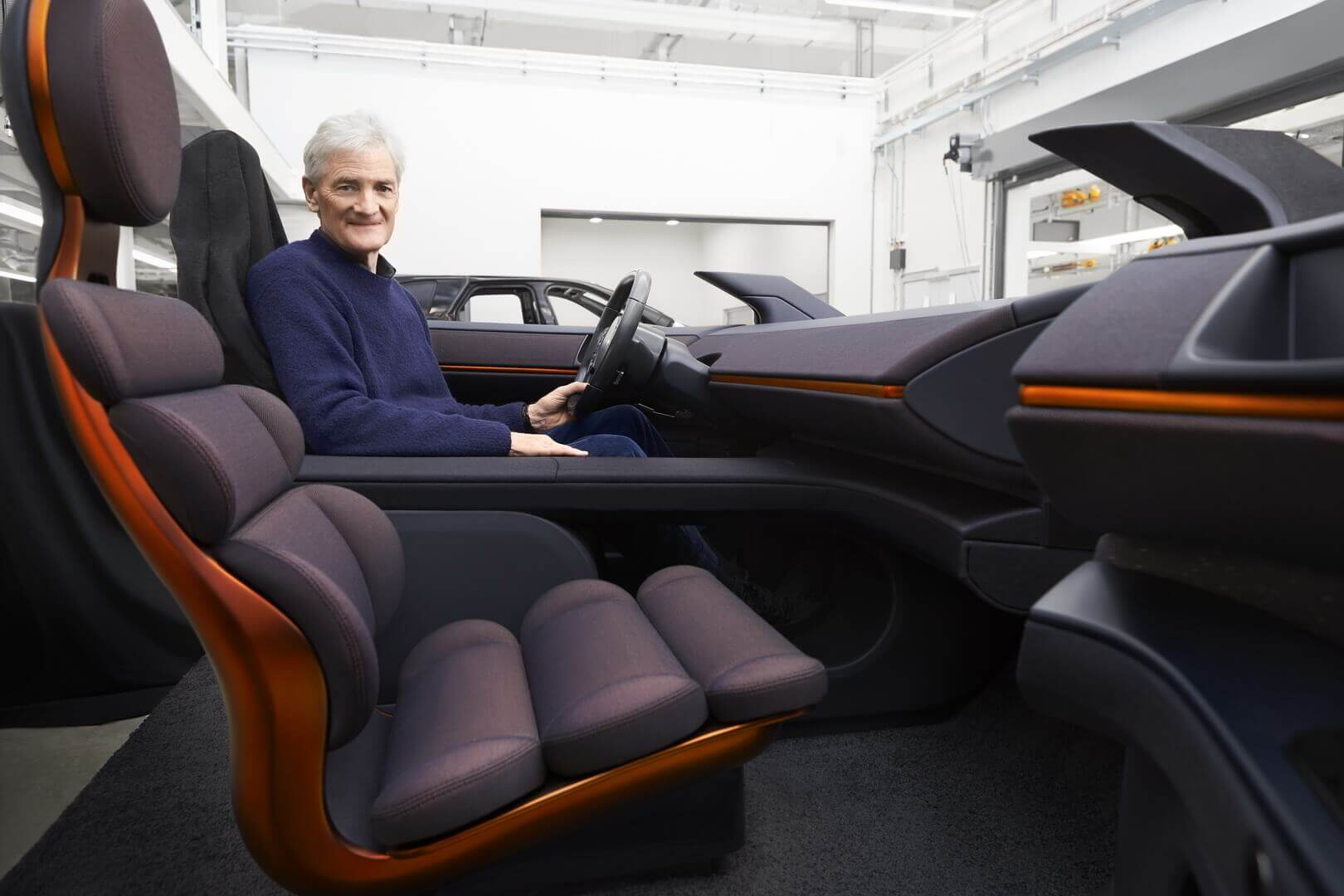 Джеймс Дайсон в прототипе электромобиля