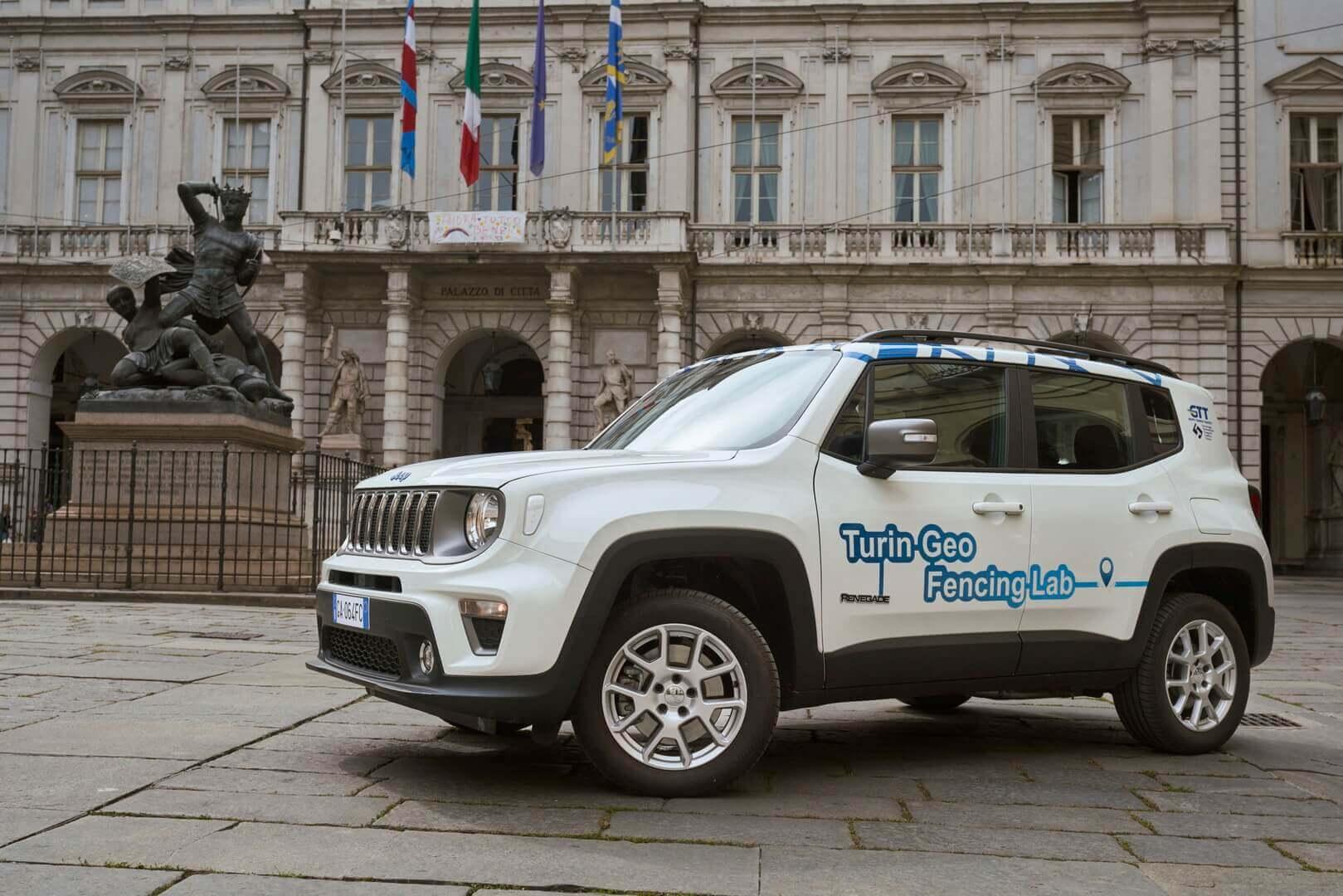 Тестируемый плагин-гибридный внедорожник Jeep Renegade 4xe