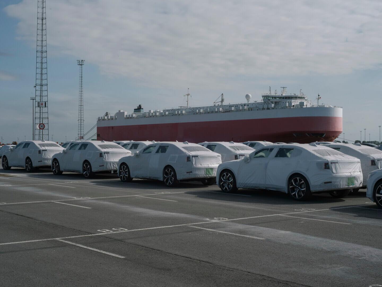 Первые европейские версии Polestar 2 прибыли в порт Зебрюгге