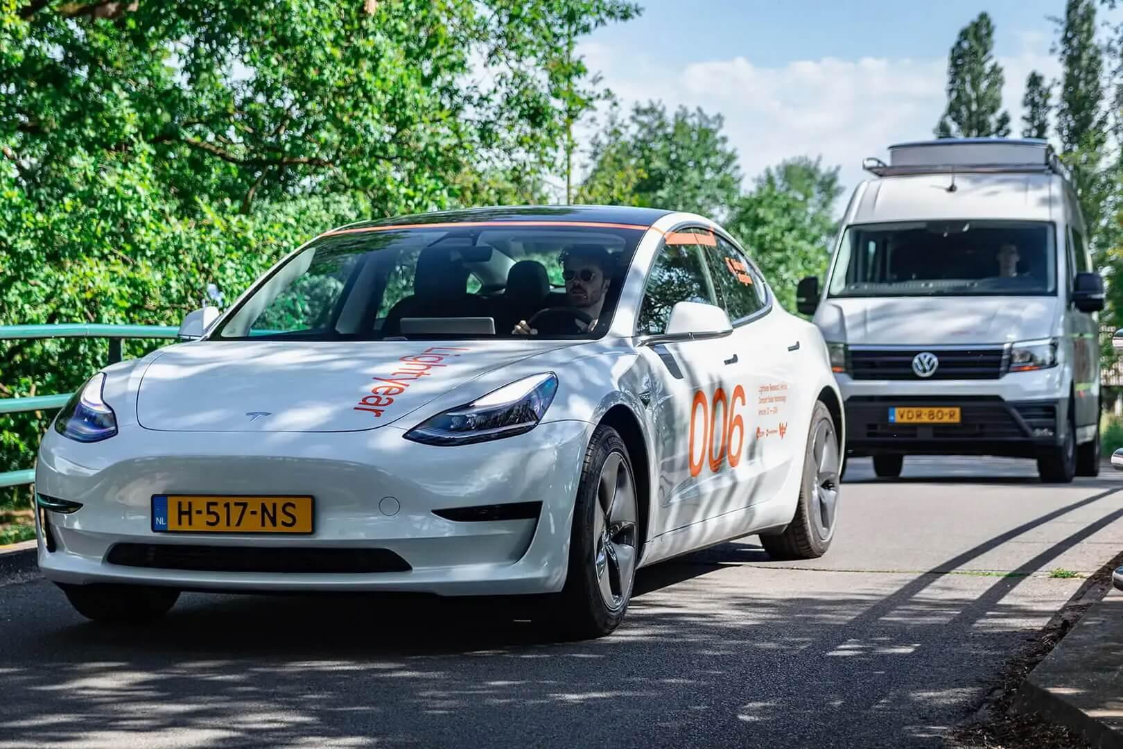 Lightyear тестирует «солнечную крышу» на Tesla Model 3 и VW Crafter